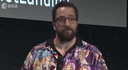 El científico Matt Taylor se disculpa por informar de la misión Rosseta con una camisa sexista