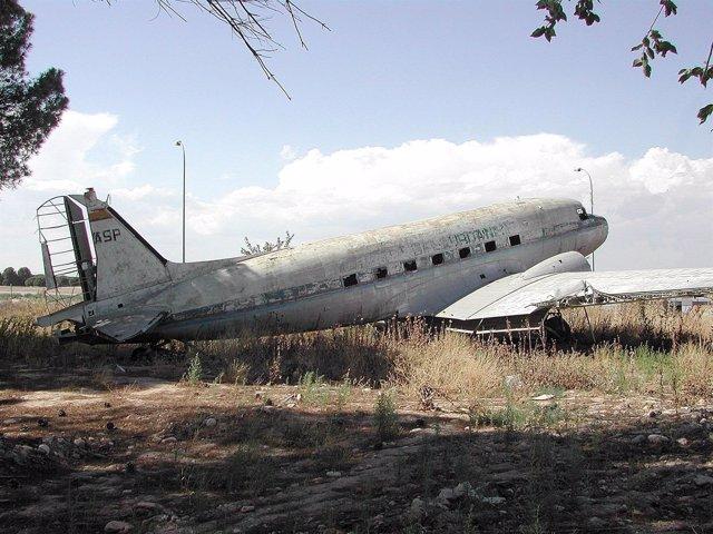 Aena rechaza ceder los aviones abandonados en Barajas a funciones o ONGs porque no son de su propiedad