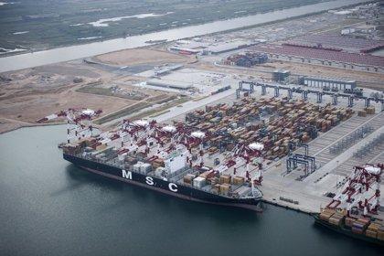 Pastor asiste a la puesta en marcha de tres nuevas grúas de la terminal Best del Puerto de Barcelona
