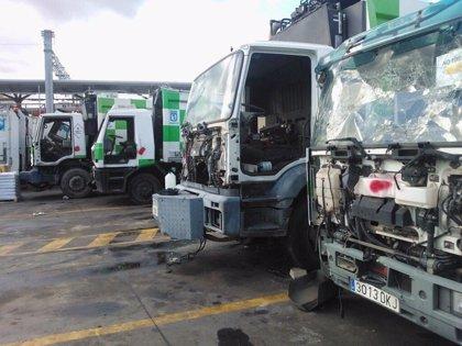 """IU exige sanciones por contar con camiones de basura """"para chatarra"""""""