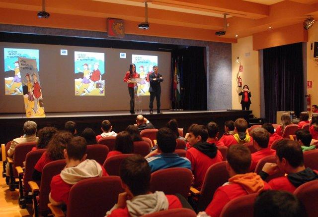 Chacón y Fuentes ante los jóvenes participantes