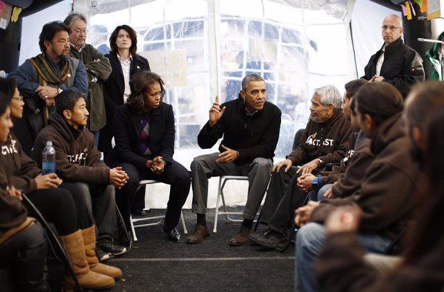 El presidente de Estados Unidos, Barack Obama, con inmigrantes.