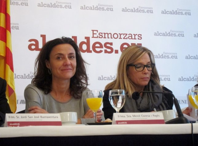 La alcaldesa de St. Cugat, Mercè Conesa, y la vicepresidenta, Joana Ortega