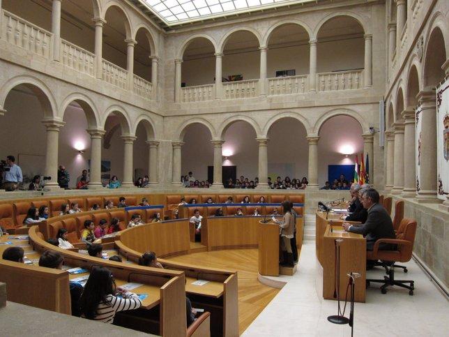 Acto niños Las Gaunas en el Parlamento riojano