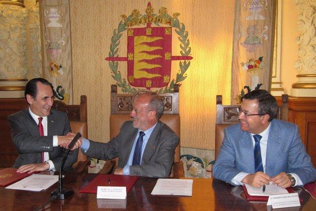 Firma del convenio entre Iberaval y el Ayuntamiento de Valladolid