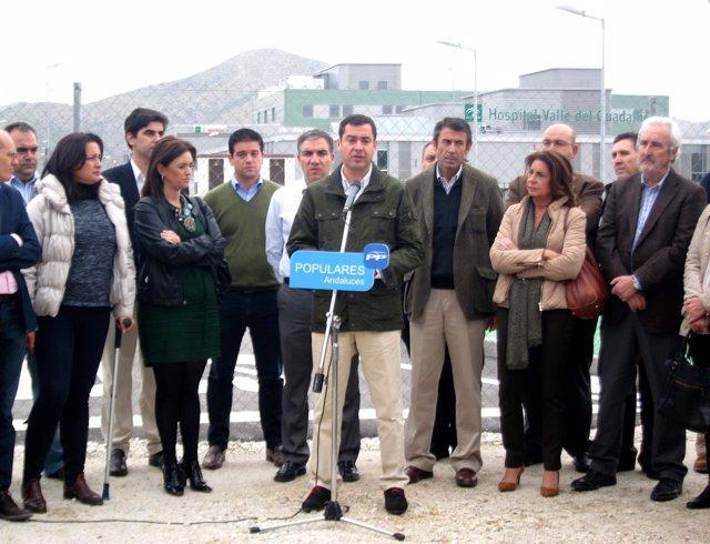 Juanma Moreno en el Chare del Guadalhorce hospital Cártama