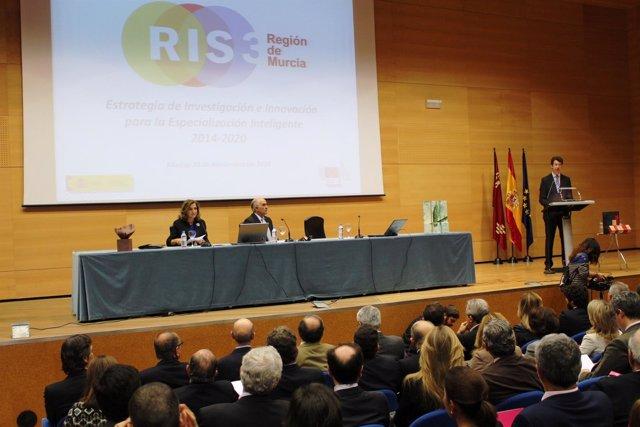 Consejero Juan Carlos Ruiz expone el proyecto junto a Garre