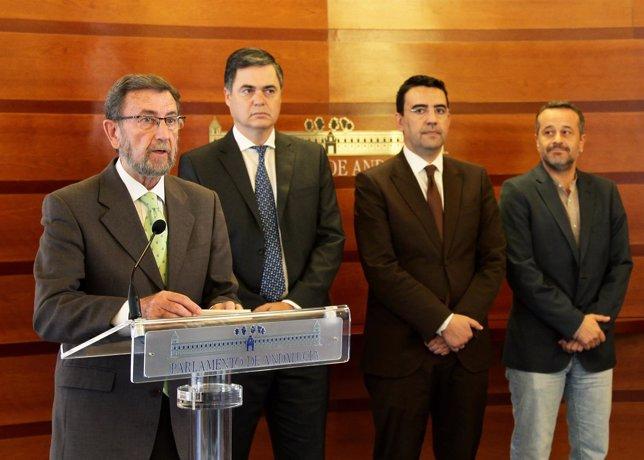 Manuel Gracia con Rojas, Jiménez y Castro presenta la reforma del reglamento