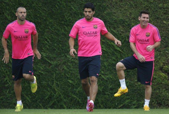 Mascherano, Luis Suárez y Messi entrenando con el Barcelona