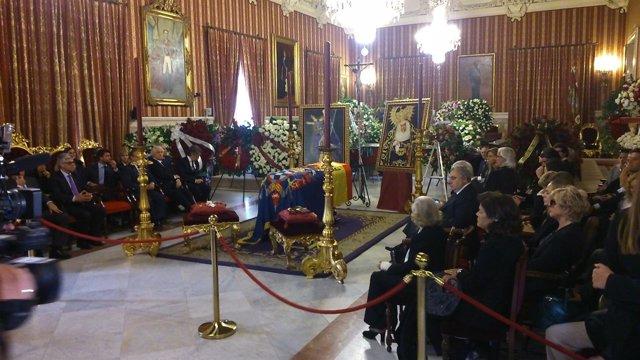 Capilla ardiente de la Duquesa de Alba en el Ayuntamiento de Sevilla