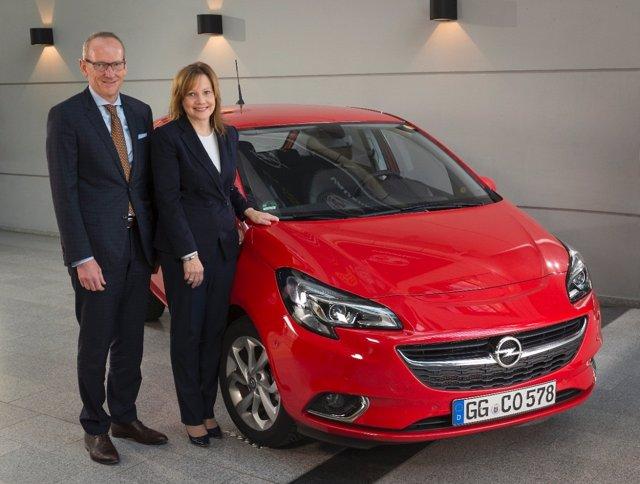 Karl-Thomas Neumann (Opel) y Mary Barra (General Motors)