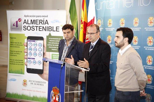 El alcalde de Almería presenta la aplicación móvil 'Almería Sostenible'