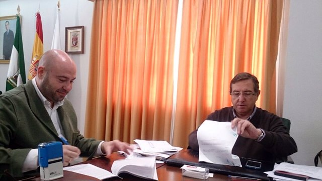 Firma del contrato de las obras en Espartinas
