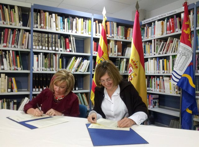 Serrat y Loris han firmado este jueves el convenio de colaboración