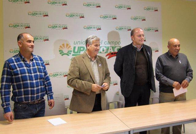 Miembros de UPA-COAG y el director de compras ganaderas de Carnes Selectas (2ºd)