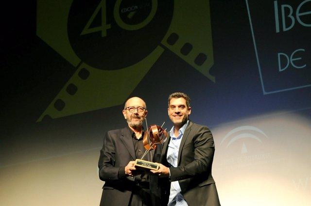 Javier Morare recibe el Premio La Luz