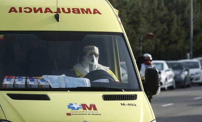 Ambulancia llega al Hospital Carlos II con la médico