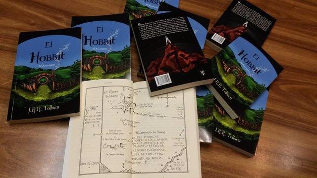 Edición de 'El Hobbit' en asturiano.