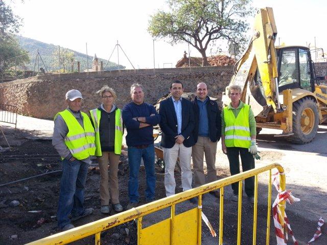Casquet visita las obras del PFEA en Fondón