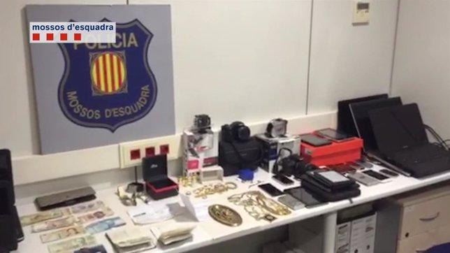Material recuperado a los tres ladrones de un piso en Barcelona