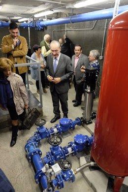 Depósito de agua inteligente almacena aguas subterraneas para baldeo