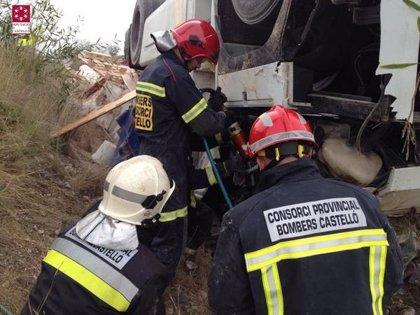 Un camionero muere en un accidente de tráfico en el acceso al peaje de la AP-7 en Torreblanca