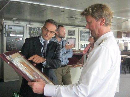 El crucero 'MS Europa 2' llega a La Gomera con 500 pasajeros a bordo