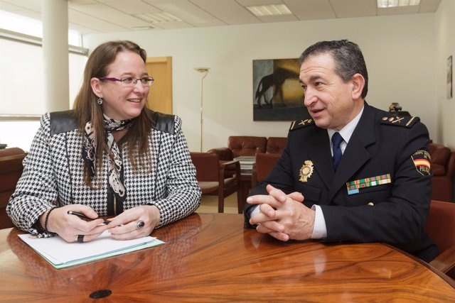 La consejera se reúne con el nuevo jefe superior de la Policía Nacional