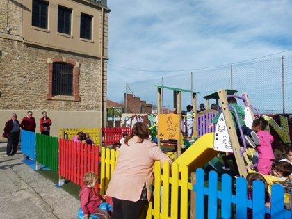 CANTABRIA.-Suances.- El colegio Portus Blendium cuenta con un nuevo espacio de juegos infantiles