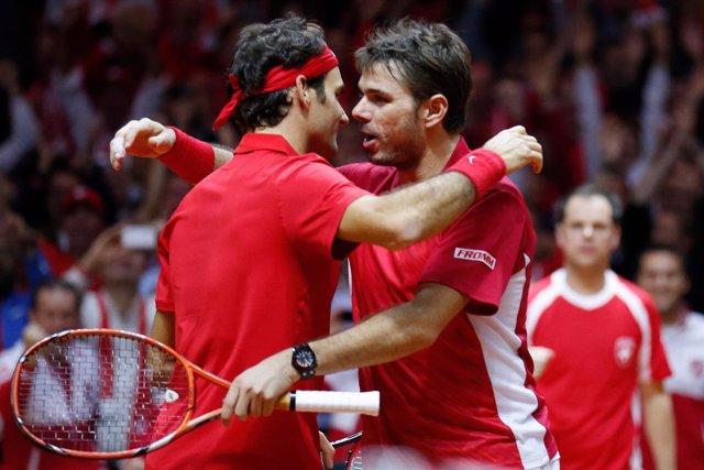 Wawrinka y Federer ganan el dobles para Suiza en la final de la Copa Davis