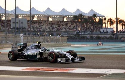 Rosberg mete presión a Hamilton firmando la 'pole'
