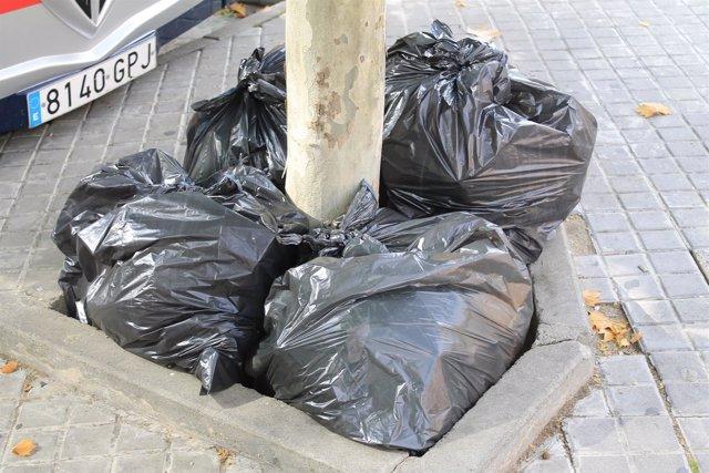 Suciedad, basura, contaminación, servicio de basuras en Toledo