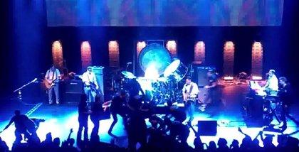 Vídeo: Morrissey acaba un concierto antes de tiempo por una invasión de escenario
