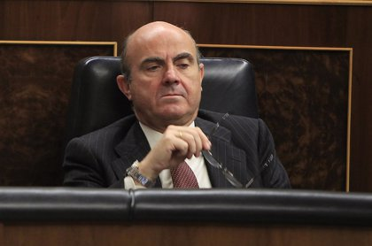 """Guindos dice que, a falta de un trimestre, la previsión del Gobierno de crecer un 1,3% """"se va a cumplir"""""""