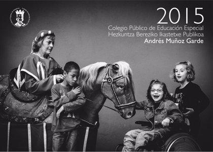 El centro Muñoz Garde edita un calendario con la Comparsa de Gigantes