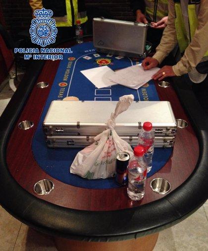 Intervenidas fichas valoradas en medio millón al desmantelar un local ilegal de póquer