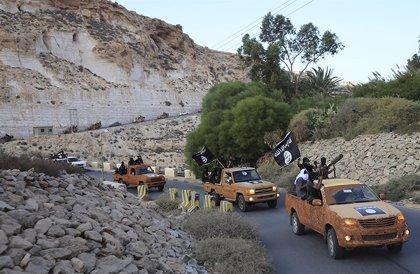 Los grupos vinculados a Estado Islámico en Derna aterrorizan a la población con ejecuciones y flagelaciones