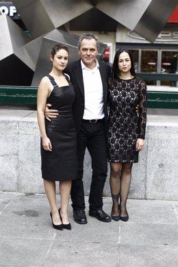 Aida Folch, Leyre Berrocal y José Coronado, película 'Fuego'