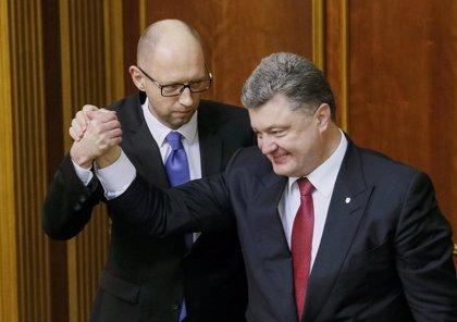 Yatseniuk consigue el respaldo del Parlamento ucraniano para un nuevo mandato