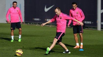 Iniesta se entrena con el grupo pensando en volver en Valencia