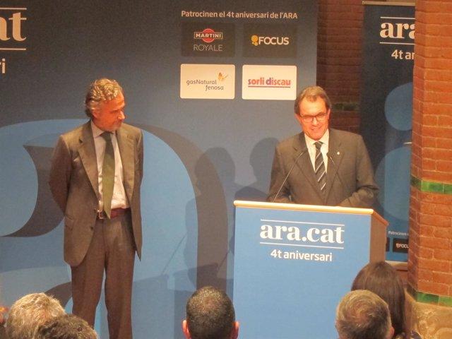 El presidente del diario 'Ara', F.Rodés y el pte.A.Mas