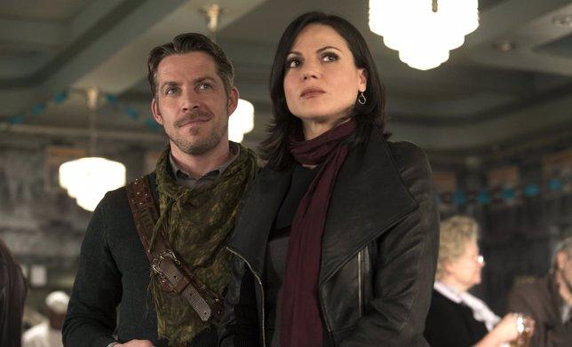 Regina (Lana Parrilla) y Robin Hood (Sean Maguire) en Once Upon A Time