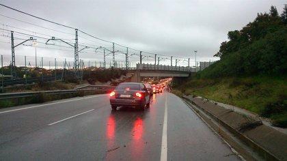 Retenciones en la SE-30 y las principales vías de acceso a Sevilla a cuenta de la lluvia