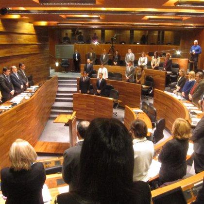 El Parlamento asturiano guarda un minuto de silencio por el trágico suceso de San Juan de la Arena