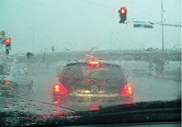 Conducción lluvia, tráfico, atasco, condiciones adversas