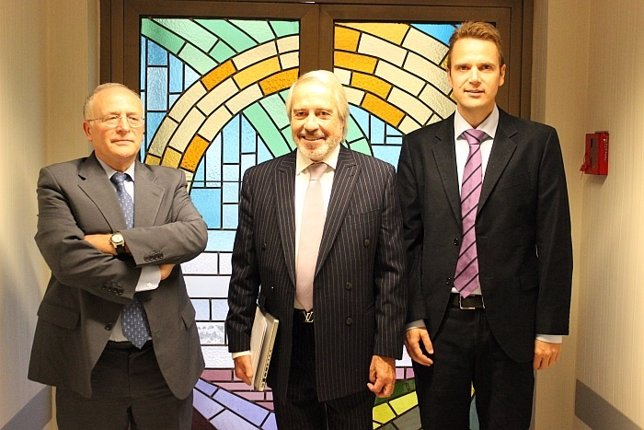 Dr. Fernando Carceller, Dr. Francisco Villarejo y Dr. Marcelo Budke