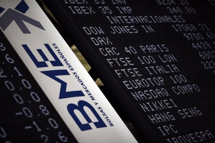 El Ibex 35 cierra con un alza del 0,4%, hasta los 10.770 puntos, y acumula una subida mensual del 2,8%