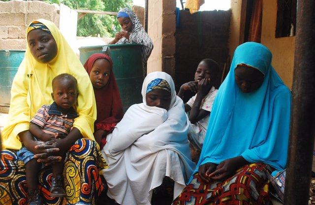 Mujeres y niños desplazados por la violencia de Boko Haram