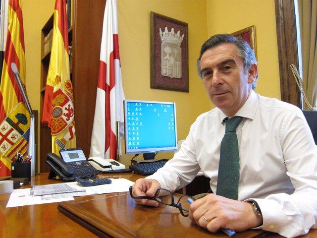 El presidente de la DPZ, Luis María Beamonte, en su despacho en Diputación