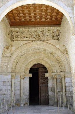 Portada de la iglesia de Santa María del Camino de Carrión de los Condes